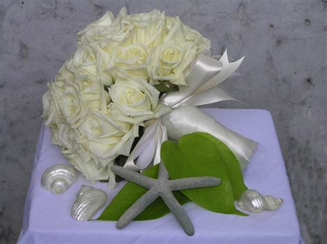 Wedding Bouquet White Roses by White Wedding Flowers Pictures