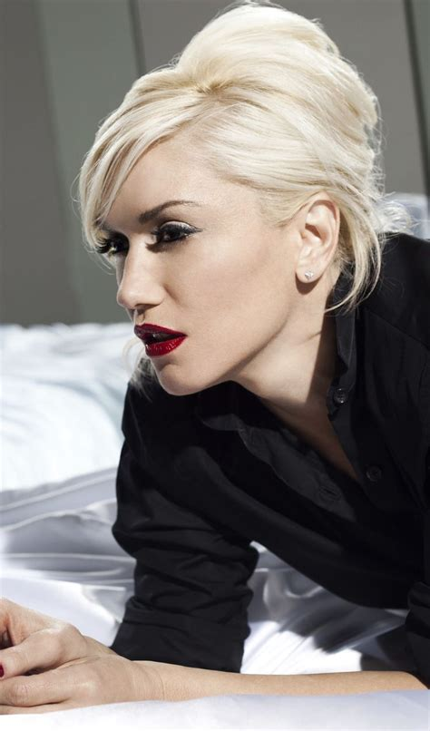 gwen stefani hair color gwen stefani the coolest blondie besides blondie of