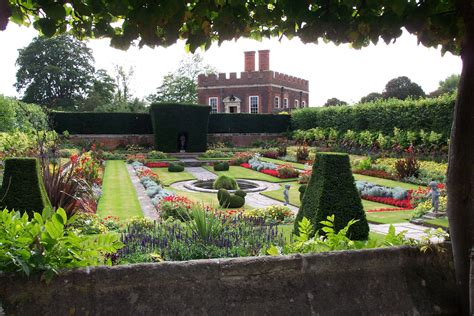 Palace Gardens by Hton Court Palace Garden