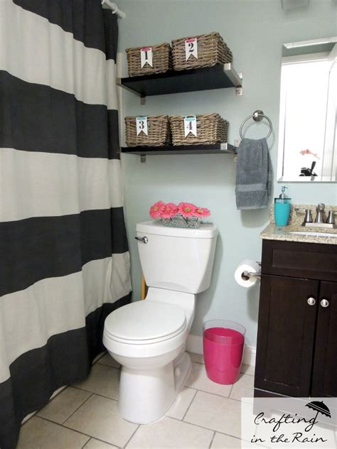 decorate a small bathroom quot do you struggle with how to organize and decorate your small bathroom i did too but discovered