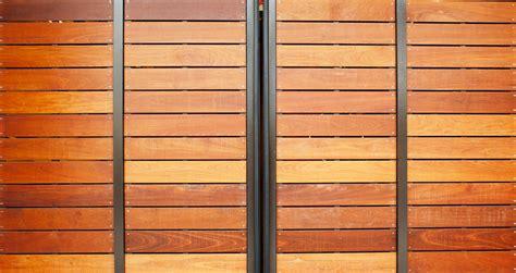 Holz Dauerhaft Lackieren by Garagentor Ausbeulen 187 Was M 246 Glich Ist