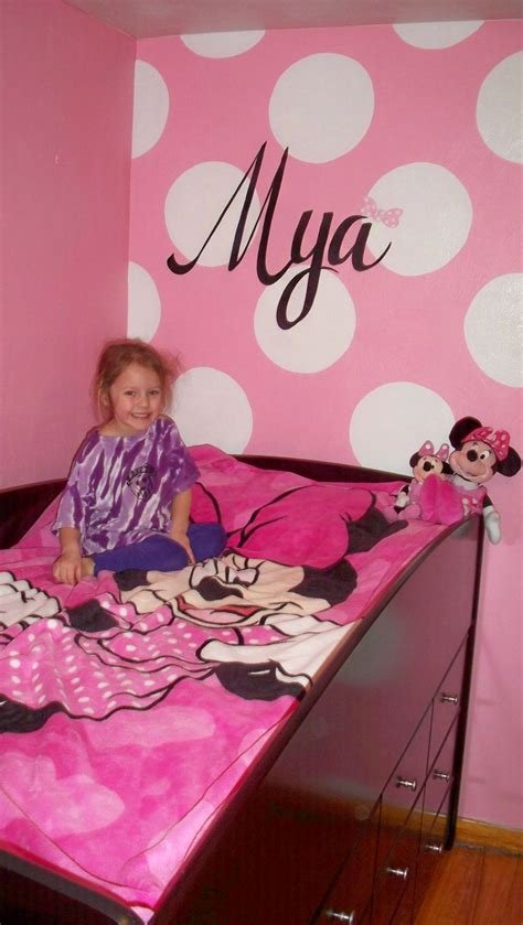 toddler minnie mouse bedroom kid s room pinterest 10 best images about murals painting on pinterest minnie