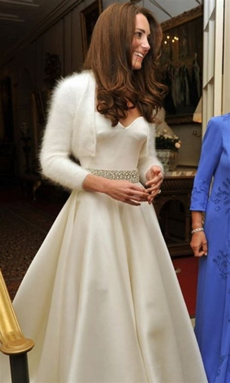 shopping queen hochzeitskleid berlin kate middleton with 2nd mcqueen dress at royal wedding
