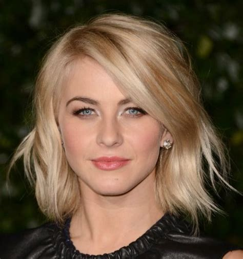 working moms mediun hairstyle the perfect hairstyle for busy moms julianne hough s low