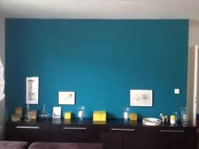 mur salon bleu canard couloir salons