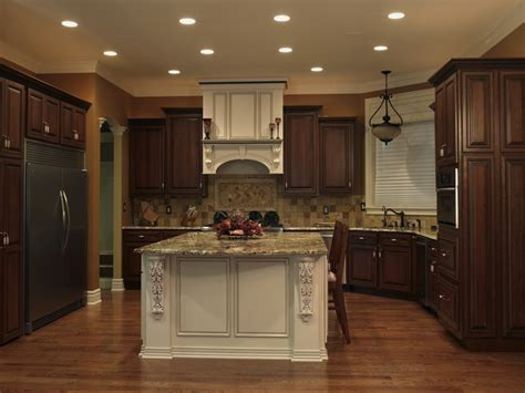 two toned kitchen cabinets best 25 two tone kitchen ideas on pinterest two tone