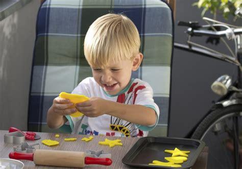 giochi da fare in casa con i bambini 3 giochi bambini piccoli da fare in casa ecomamma