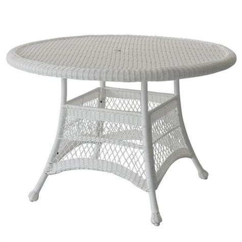 white wicker dining table features