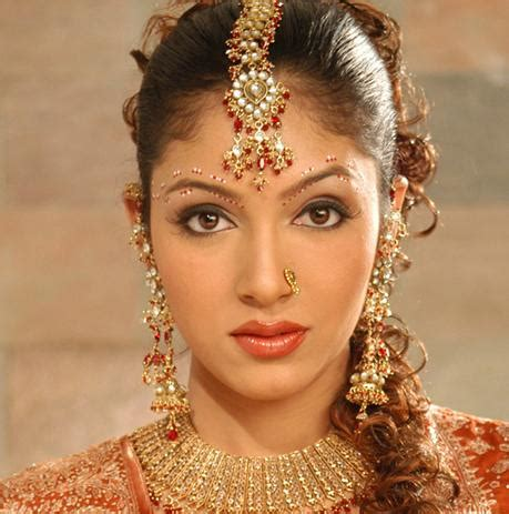 hairstyles with indian outfits indian bridal hairstyles photos and videos fashion life