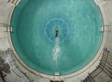 great pool in baz luhrmann s the great gatsby gatsby s deco