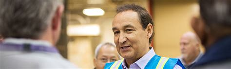 oscar munoz united ceo a message from our ceo about united 2015 corporate responsibility report united