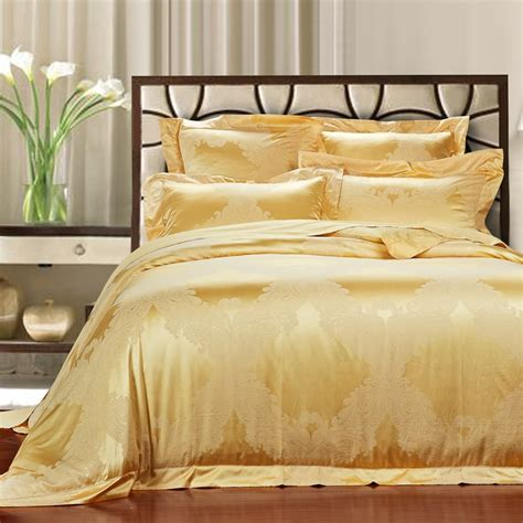 difference between coverlet and bedspread the difference between a coverlet and a duvet comforter