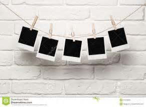 photo hanging lege foto s die op een waslijn hangen royalty vrije stock foto afbeelding 31539295