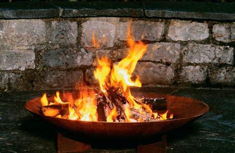 feuerschale mit schutzgitter feuerschalen grillaufs 228 tze und gartenkamine