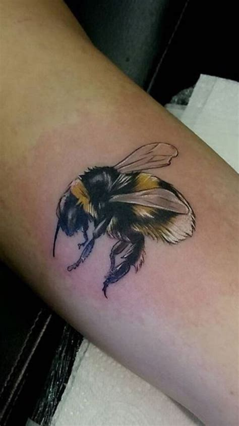 bumble bee tattoo best 20 bumble bee ideas on bee