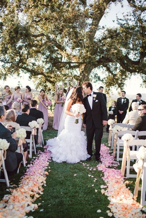 Wedding Aisle With Flowers by 1000 Ideas About Flower Petal Aisle On Aisle