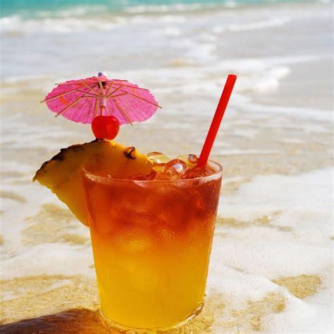 make a pineapple cranberry vodka cocktail shape