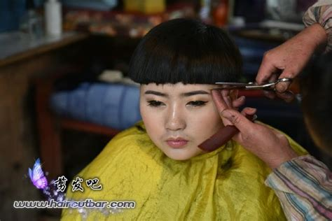 return of the bowl haircut daily makeover giving her a classic barber bowl cut bowl haircuts