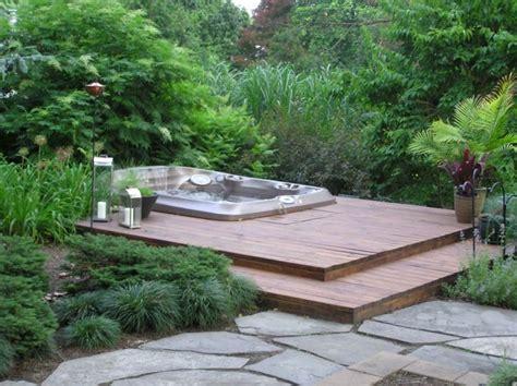 pool im garten einbauen whirlpool einbauen holzterrasse im garten pool
