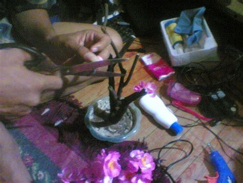 cara membuat bunga dari kertas dan plastik cara membuat tanaman hias dari plastik atau barang bekas