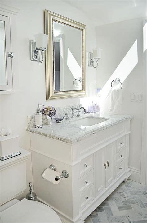 guest bathroom   carrara marble & white   Bathroom