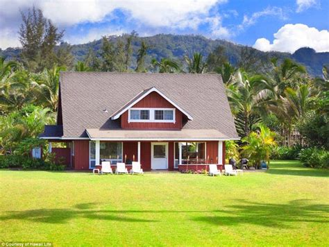 julia roberts house julia roberts historic hawaiian estate hits the market for 30million daily mail online