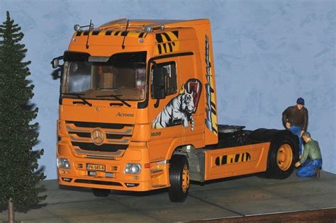 Revell 124 Mercedes Actros Mp3 1 mercedes actros mp3 1 24 revell model car and trucks mercedes