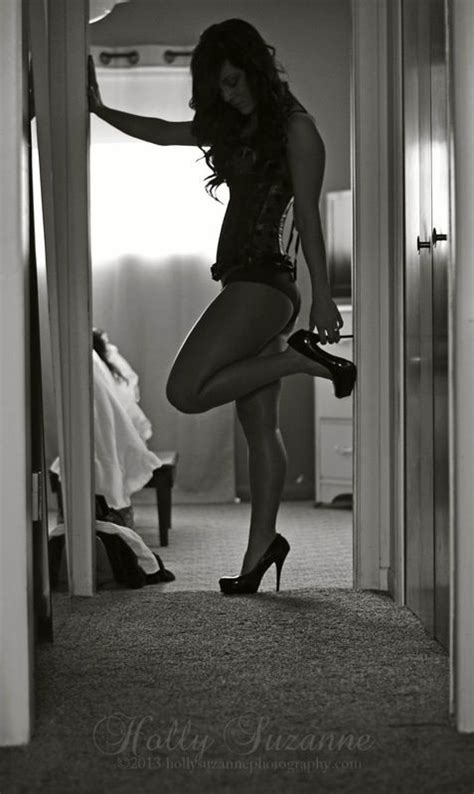 wife posing for boudoir love how simple this is boudoir ideas pinterest sexy
