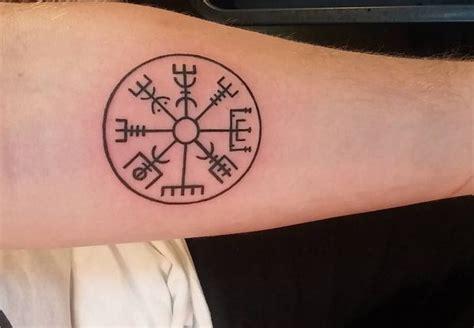 Bedeutung Kompass by Kompass Tattoos Ideen Und Bedeutungen