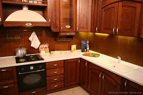 Kitchens With Wood Cabinets Pictures Of Kitchens Traditional Wood Kitchens Cherry Color