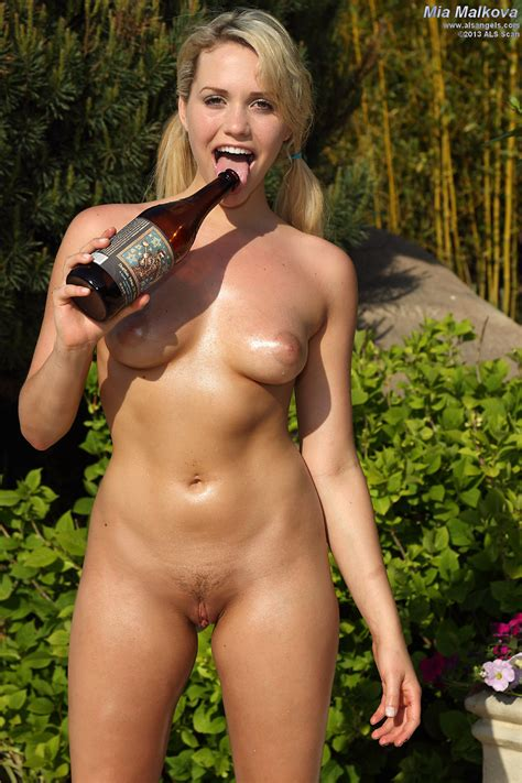 New Als Angels Model Mia Malkova Rams A Giant Bottle Up Her Sweet Pussy Spicysolos
