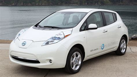 2011 nissan leaf review roadshow
