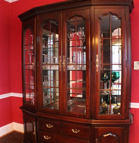 thomasville cherry china cabinet thomasville cherry hutch china cabinet ebth
