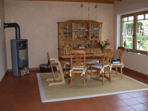 wohnzimmer naturtöne kuchenruckwand eiche