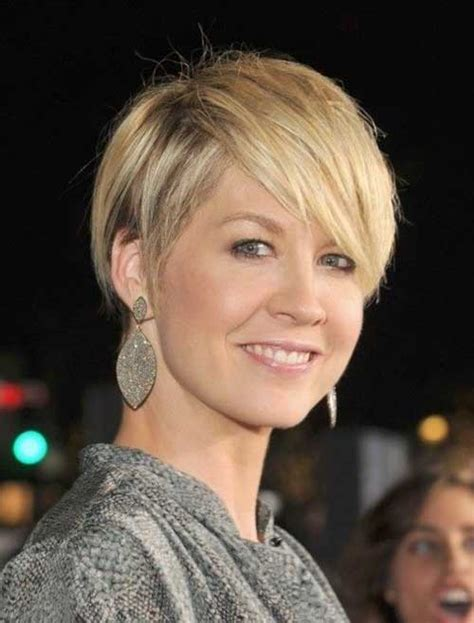 best hair cuts in 30 best short haircuts for women over 40 short