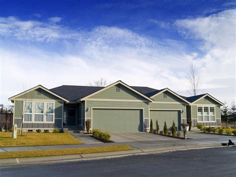 single story or two story homes which are more popular pros and cons of one story versus two story homes