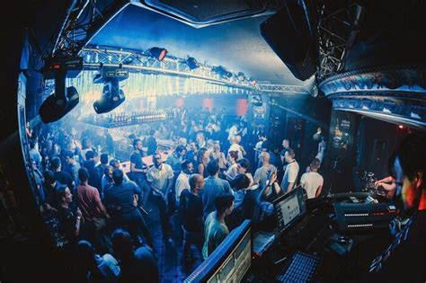 prague nightlife   nightclubs  bars   city