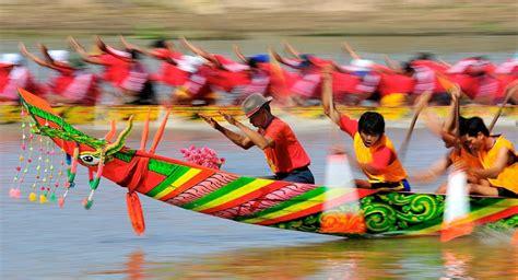 ghe ngo boat race vietnam tourism
