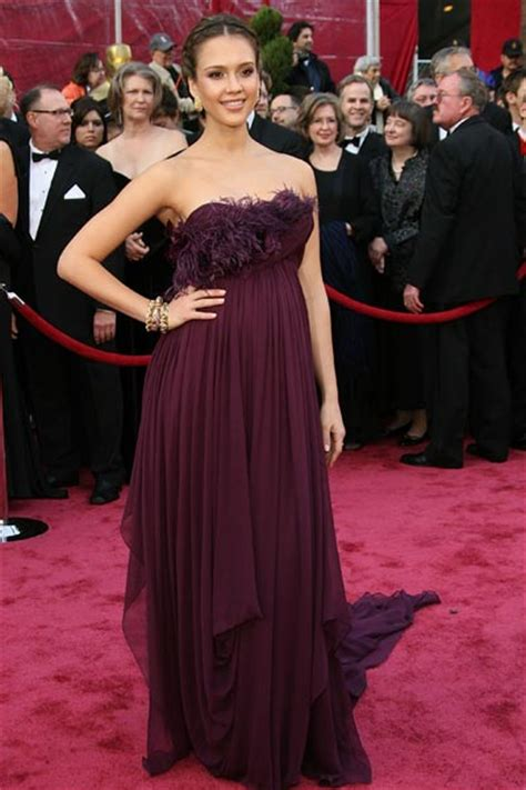 Battle Of The Marchesa Hathaway Vs Alba by Premios Oscar 2008 Alfombra Roja En Mil Batallas