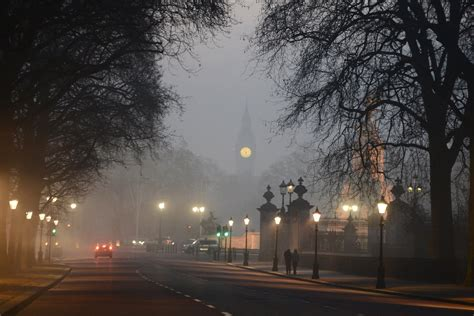 uk flights cancelled due  thick early morning fog