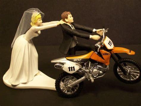 Tortenfiguren Motorrad by Team Wedding Blog 14 Funny Wedding Cake Topper Ideas