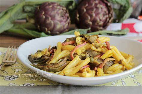 cucinare i carciofi giallo zafferano pasta con carciofi speck e zafferano