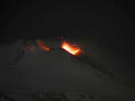 tremori interni etna attivit 224 stromboliana in atto dal cratere di sud est