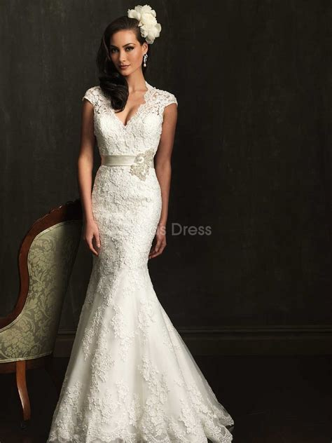 lace mermaid wedding dress with short sleeves   Sang Maestro