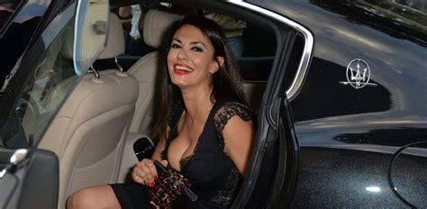 donne al volante senza mutande donne e vip a forte dei marmi per il maserati