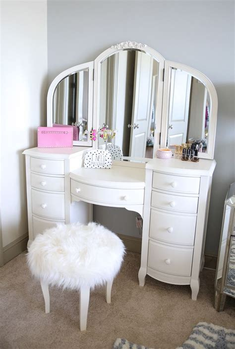 bedroom makeup vanity ideas best 25 white vanity ideas on pinterest white makeup