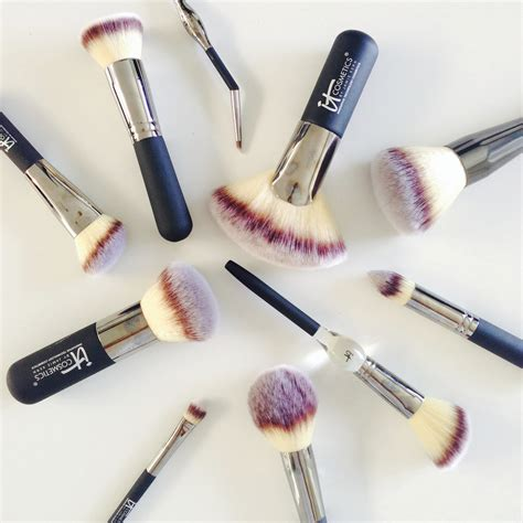 7 Makeup Tools You Must To Do Your Makeup Like A Pro by The 7 Makeup Brushes You Need Why