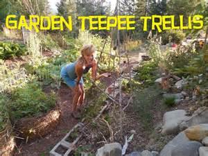 Pole Trellis Back To Eden Garden How To Build A Garden Trellis Youtube