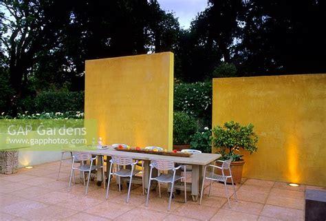 Patio Furniture Palo Alto Gap Gardens Dining Furniture On Patio In Modern Garden In Palo Alto Usa Image No 0020140