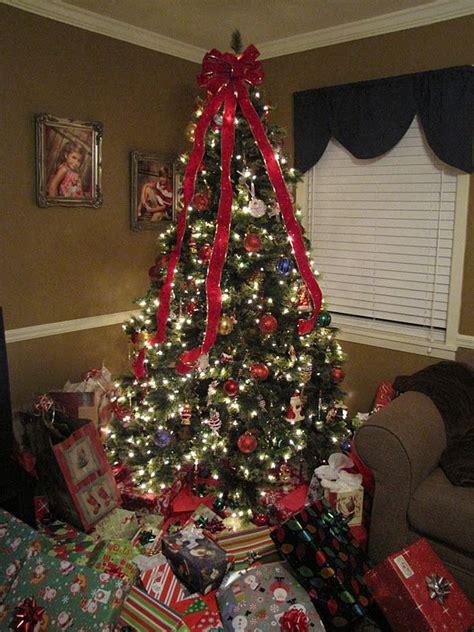 lots  christmas presents christmas tree  lots  presents mimis christmas tree full